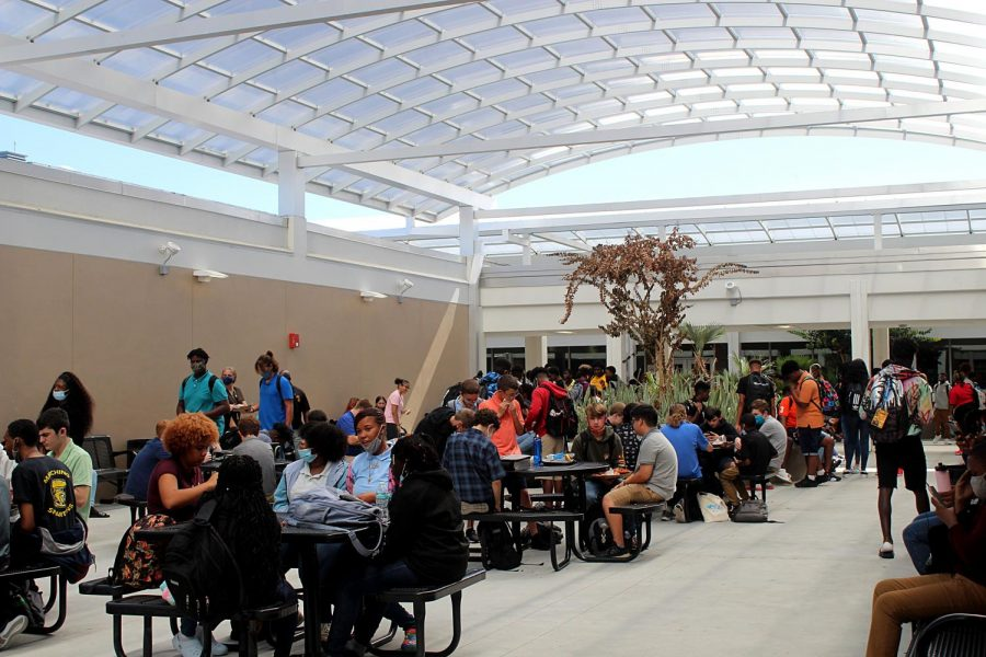 Students eat at the available tables during lunch on Aug. 19. This was four days before second lunch was implemented. They should have started it at the beginning of the year instead of doing it weeks into school, sophomore Kayla Conde said.